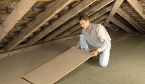 Begehbare Decke mit Mineralwolle und Hartfaserplatten | Quelle: Hessische Energiesparaktion